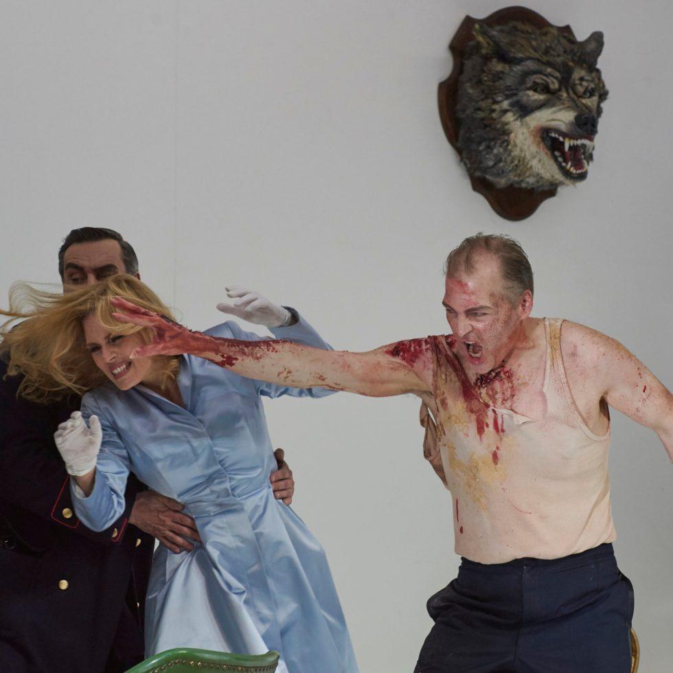 Marc Horus (Cassio), Karl-Heinz Lehner (Ludovico), Emily Newton (Desdemona), Lance Ryan (Otello) ©Thomas Jauk, Stage Picture