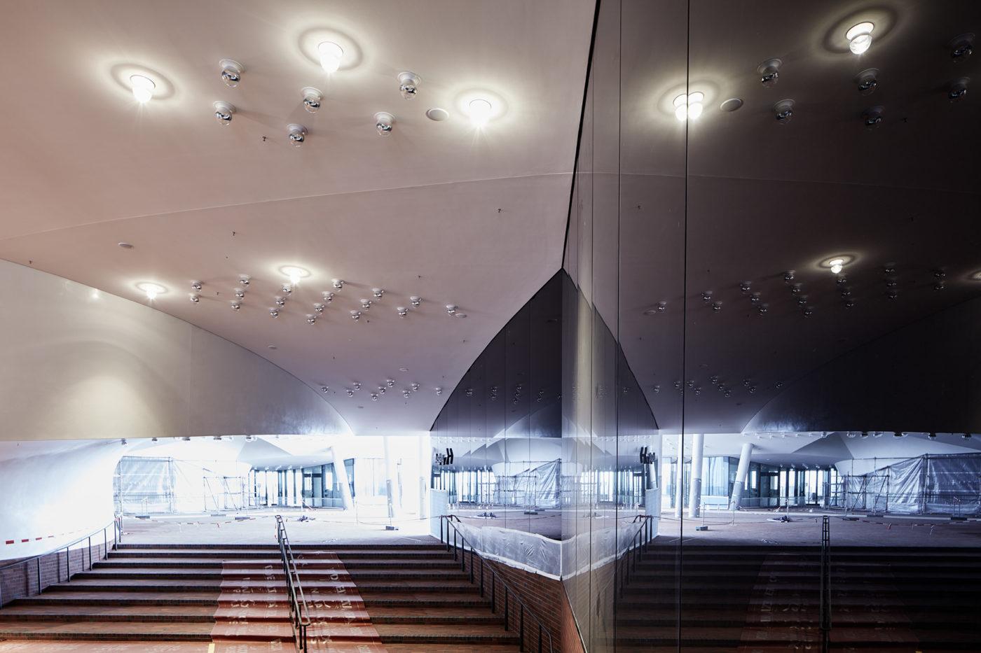 Elbphilharmonie/ Plaza © Maxim Schulz