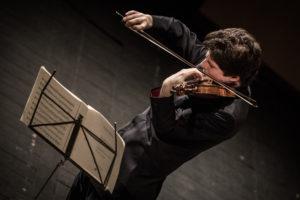 Augustin Hadelich / Foto @ Luca Valenta