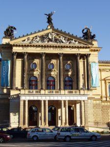 Prager Staatsoper/ Foto @ Wikipedia Creative Commons-Praha 2005-09-19 Statny Opera-01.jpg