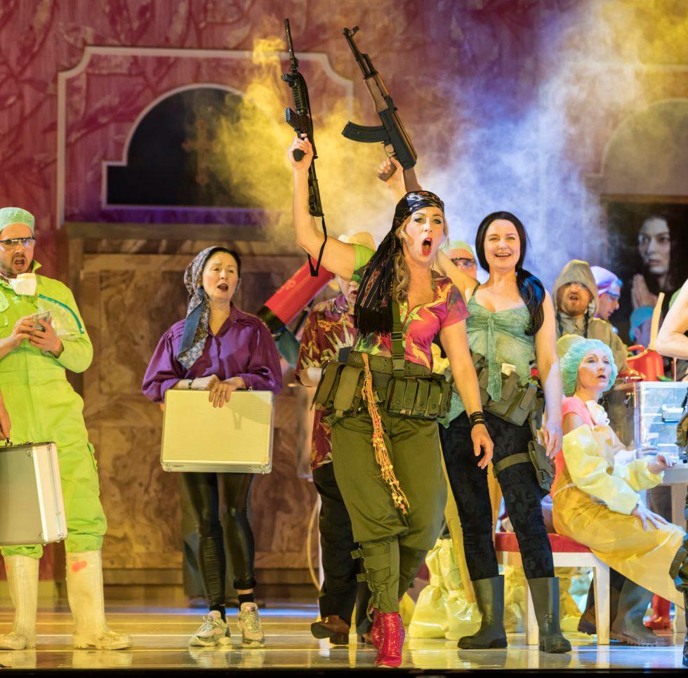 Theater Augsburg/ La Forza des destino/ Rita Kapfhammer, Opernchor des Theater Augsburg Foto: Jan-Pieter Fuhr