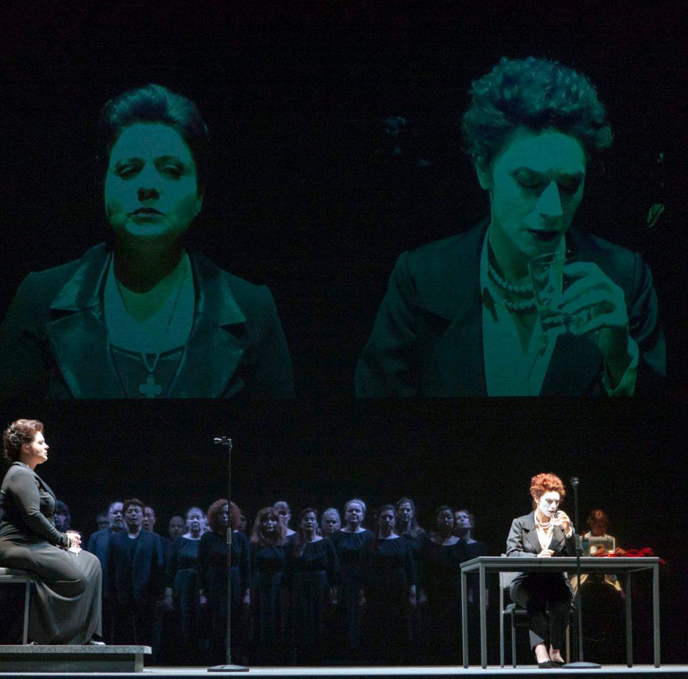 Theater Aachen/MariaStuarda: Irina Popova, Julia Mintzer, Opern- und Herrenchor Aachen/Foto @ Wil van Iersel