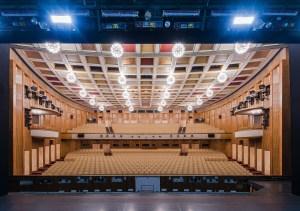 Oper Leipzig/ Opernhaus / Saal mit Bühne/ © Kirsten Nijhof