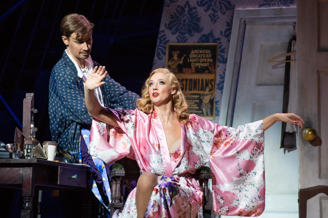 Theater Bonn KISS ME KATE II © Thilo Beu: Oliver Arno als Fred und Bettina Mönch als Lilli