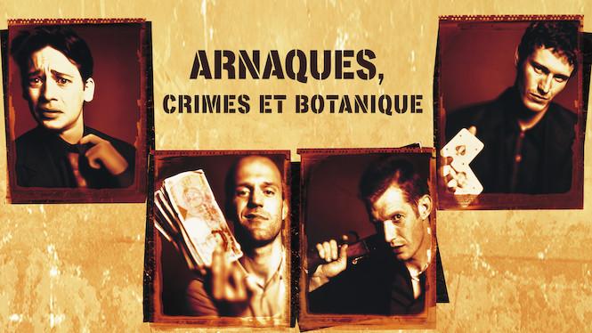 """Affiche du film """"Arnaques, crimes et botanique. Quatre photos individuelles présentant les 4 héros présentant respectivement des billets, un fusil et un jeu de carte, le tout en sépia."""