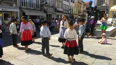 Roupas e dança típicas