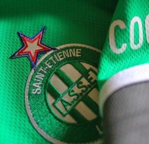 Blason de l'As Saint Etienne sur un maillot du club (Photo : AS Saint Etienne).