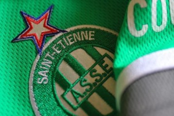 Blason de l'As Saint Etienne sur un maillot du club (Photo : AS Saint Etienne).