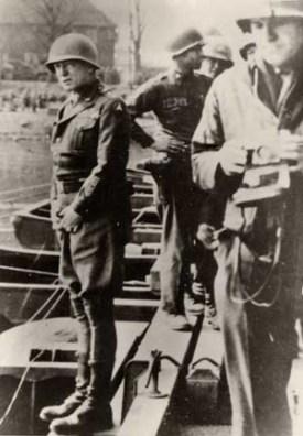 Generaal Patton plast in de Rijn