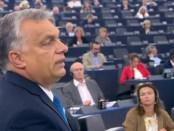 Viktor Orban spreekt het Europese Parlement toe.