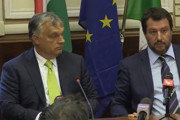 Premier Viktor Orbán van Hongarije en minister Matteo Salvini van Italie in overleg op 28 augustus 2018