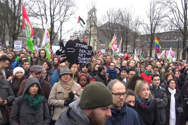 Linkse demonstranten in Amsterdam (febr. 2016)