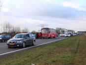 Bus met anti-Zwarte Piet actievoerders op geblokkeerde snelweg A7 (18 november 2017)