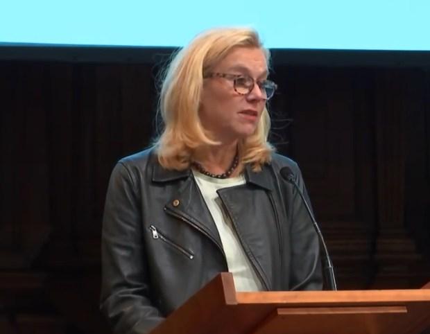 Minister Sigrid Kaag (D66) houdt de Abel Herzberg Lezing 2018