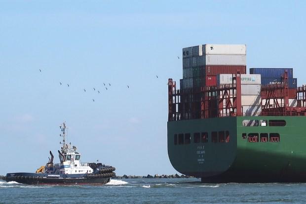 Containerschip op weg naar de Maasvlakte