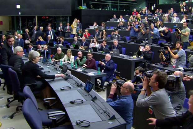 Theresa May en Jean-Claude Juncker op persconferentie in Brussel (11 maart 2019).