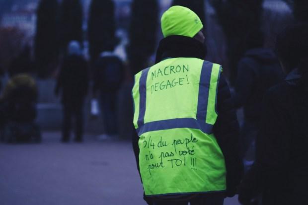 """Demonstrerende """"Gillet Jaune"""" in Parijs (CC0)"""