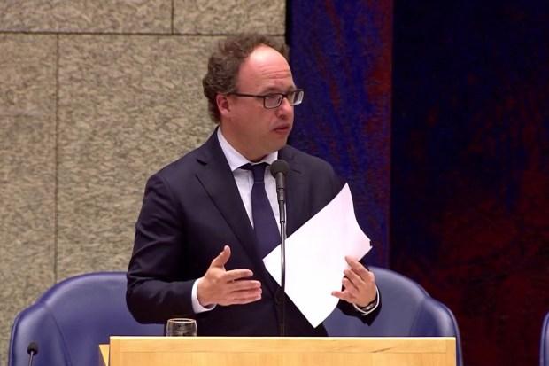 """Titelfoto OpinieZ-artikel Jan Gajentaan """"Politici: handen af van de ZZP-ers"""""""