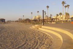 Titelfoto bij artikel Terug naar Maxim aan het strand van Haifa Simon soesan opiniez