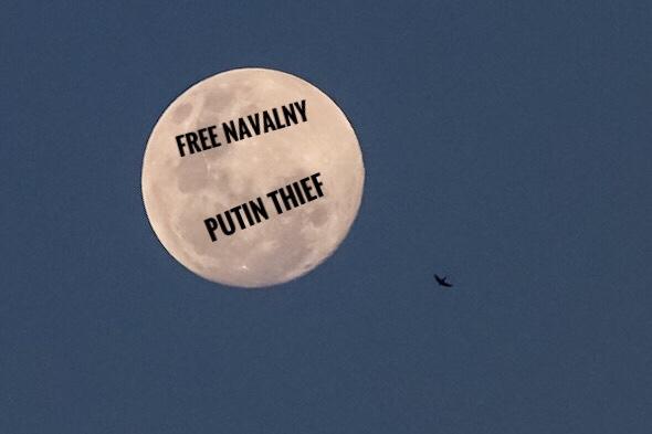 Moon: Free Navalny, Putin Thief
