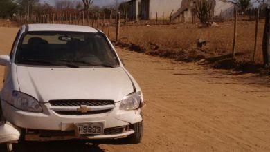 Exclusivo: Motorista perde controle da direção e bate carro em cerca de arame em Monteiro 19