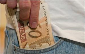 dinheiro-no-bolso-1-300x191 Estado paga 2ª parcela do 13º salário amanhã dia 18
