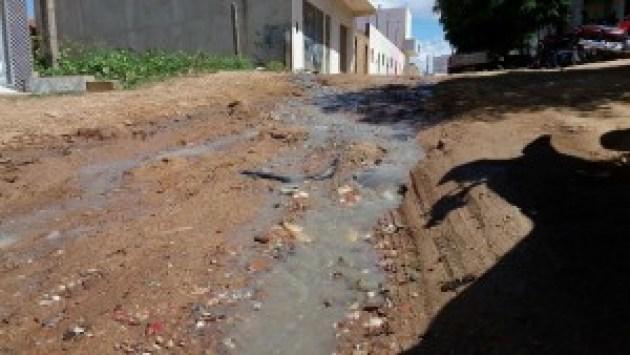 12482756_10205903730175526_398987472_o-300x169 Esgoto a céu aberto causa transtornos a população de Monteiro