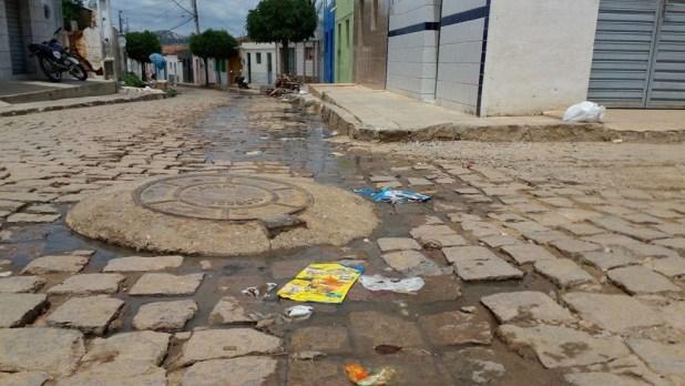 12557771_10205954979016715_1285372176_o-1024x576 Morador denuncia esgoto a céu aberto em Monteiro