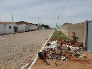 20160125153336-2-300x225 Mato, lixo e esgotos a céu aberto mostram descaso da Gestão do Prefeito Junior Nobrega no município da Prata, no Cariri