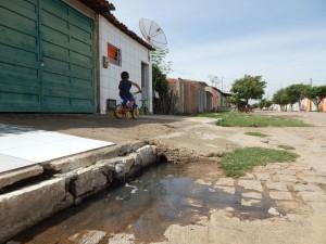 20160125153352-300x225 Mato, lixo e esgotos a céu aberto mostram descaso da Gestão do Prefeito Junior Nobrega no município da Prata, no Cariri