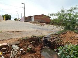 20160125175345-1-300x225 Mato, lixo e esgotos a céu aberto mostram descaso da Gestão do Prefeito Junior Nobrega no município da Prata, no Cariri