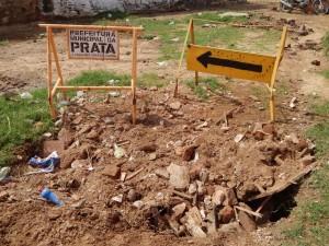 20160125175419-300x225 Mato, lixo e esgotos a céu aberto mostram descaso da Gestão do Prefeito Junior Nobrega no município da Prata, no Cariri