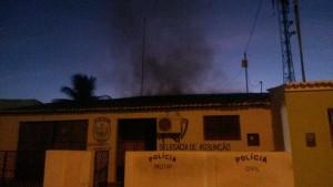 Delegacia no Cariri é incendiada por vândalos nesta madrugada 6
