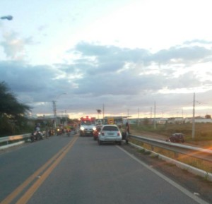 br412-300x289 Em Monteiro: Homem fica ferido ao colidir motocicleta com cachorro na BR-412