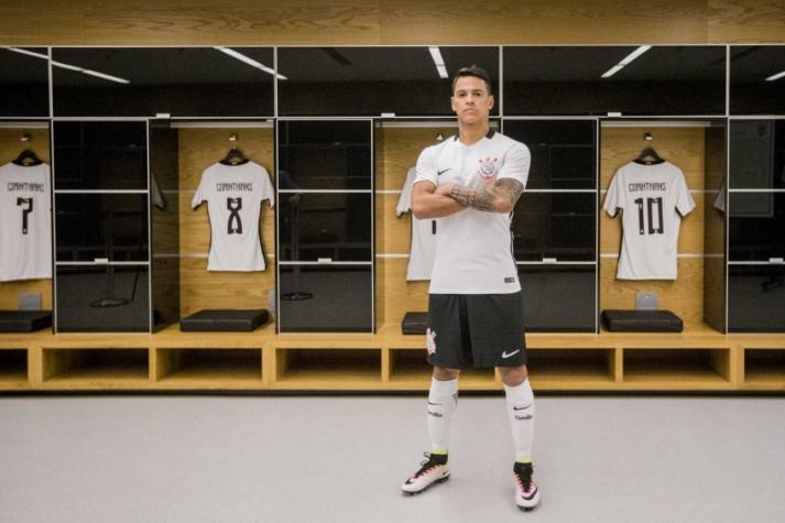 573519e12052d Com preleção de Tite e presença de meia, Corinthians lança nova camisa
