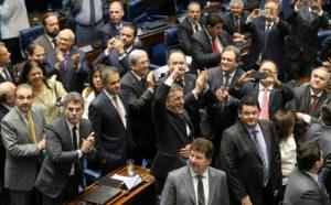 608663-970x600-1-300x186 Crises do governo Temer fazem senadores reavaliarem impeachment