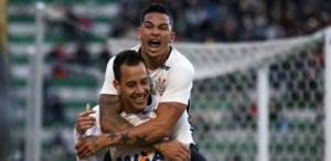 rodriguinho-e-luciano-comemoram-gol-do-corinthians-contra-a-chapecoense-1468100987976_615x300