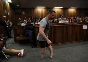 Oscar Pistorius é levado a hospital com ferimentos nos pulsos 5