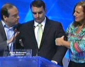 """flavio-bolsonaro-310x245-1-300x237 """"Não engulo comunista"""", diz Bolsonaro sobre recusar ajuda de Feghali"""