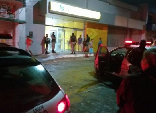 timthumb-23 Bando explode banco em Queimadas e leva cofre; bandido morre em tiroteio
