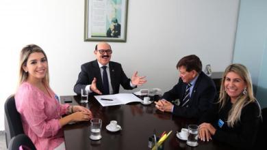 Prefeita de Monteiro acompanha futura prefeita do município à Brasília 2