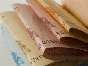16627036280003622710000-1-300x225 Estado começa a pagar folha de novembro e injeta R$ 330 mi na economia