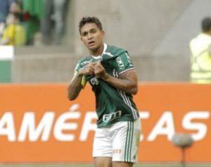 palmeiras-dudu-310x245-300x237 Palmeiras vence o Botafogo e fica a um ponto do título