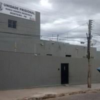 Mulher é flagrada tentando entrar com drogas na Cadeia de Monteiro