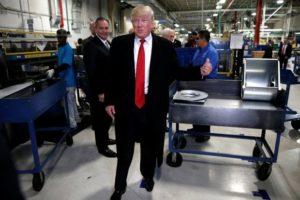 trump-1-300x200 Ideia de Trump de taxar empresas que deixem os EUA divide partido