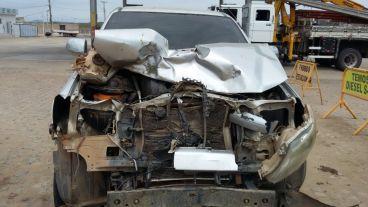 889e0d32-c28e-47b4-9044-045c734221fb Em Monteiro: Caminhonete fica destruída em colisãona BR-412