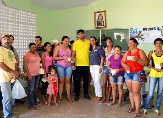 timthumb-1-4 Assistência Social distribui queijo para beneficiários do Bolsa Família, em Zabelê