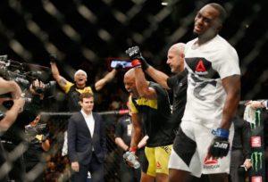anderson-silva-300x204 Anderson Silva explica choro dentro do octógono do UFC após vitória