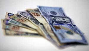 dolar-300x173 Avanço em reformas leva risco-país e dólar ao menor nível em dois anos
