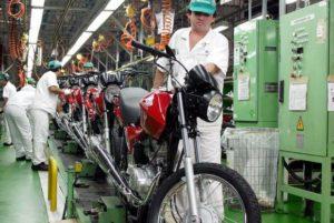 industria_1-300x201 Produção industrial fecha 2016 com queda de 6,6%; dezembro teve crescimento